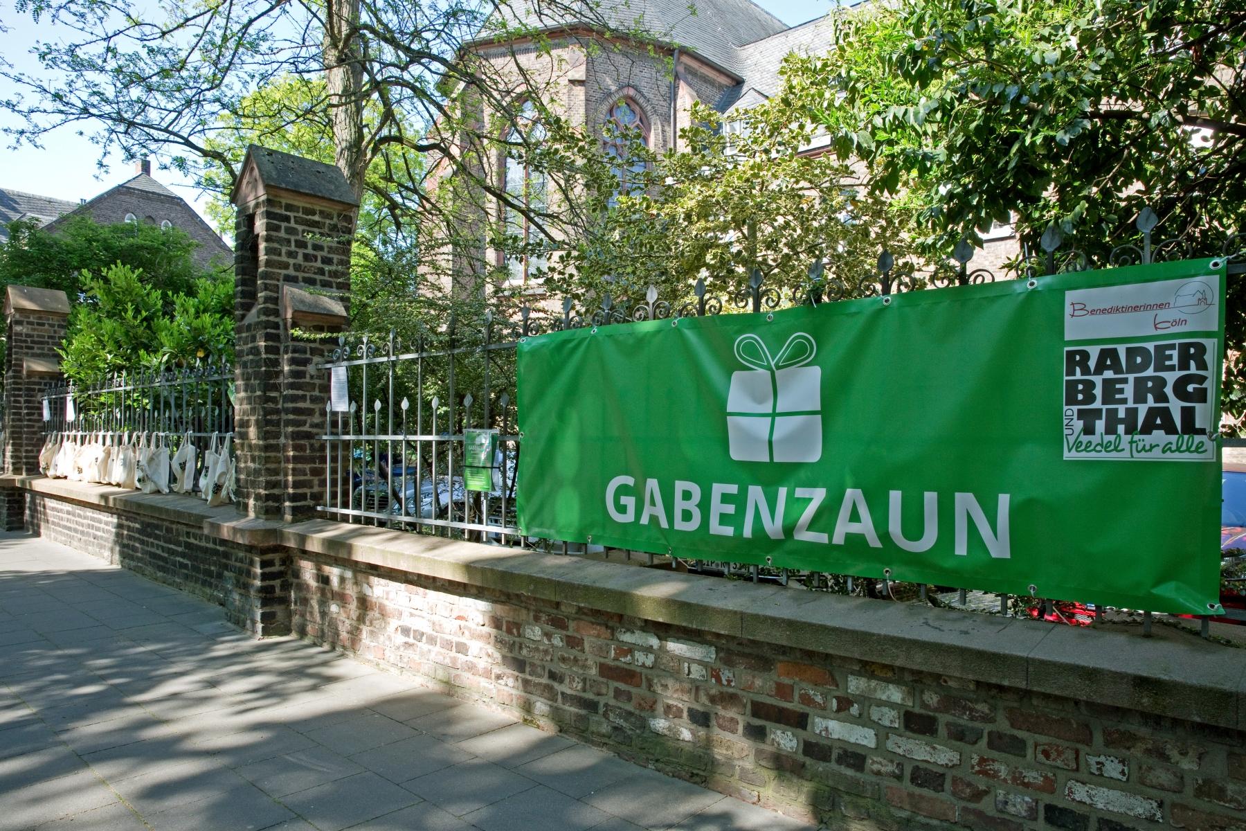 Der Gabenzaun des Bürgervereins RADERBERG und -THAL und der Benediktinerinnen, Bild: Ulla Giesen