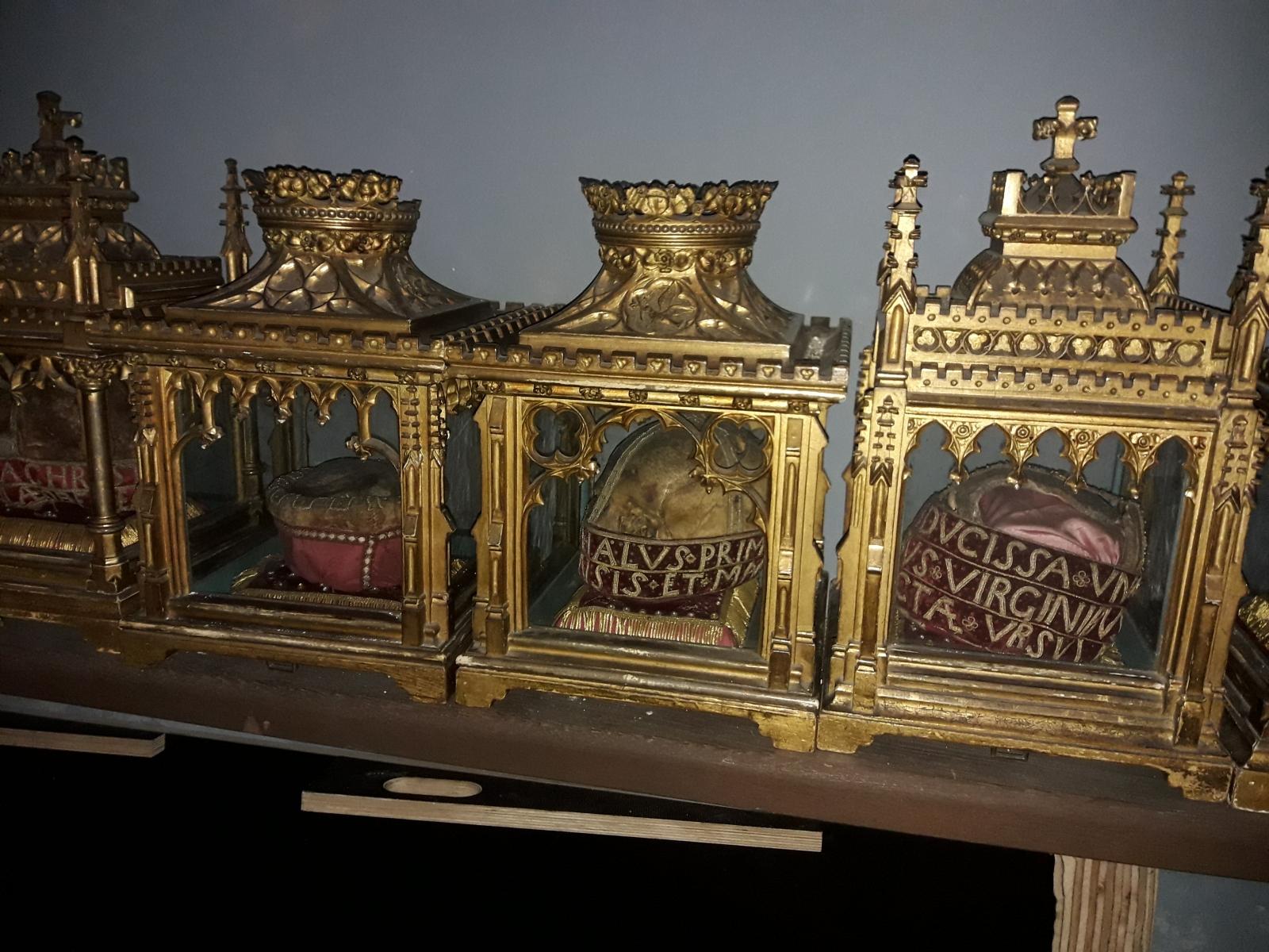 Schädelreliquien in der Goldenen Kammer, St. Ursula, Bild: Christian Beckers