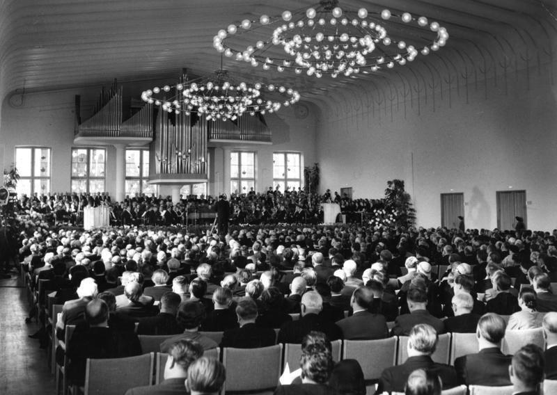Feierliche Wiedereröffnung des Gürzenichs am 2. Oktober 1955, Bundesarchiv, B 145 Bild-F002968-0007 / Unterberg, Rolf / CC-BY-SA 3.0