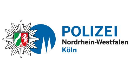 """In der Variante """"weiße Domspitzen auf blauem Grund"""" findet sich der Dom auch im Logo der Kölner Polizei wieder."""