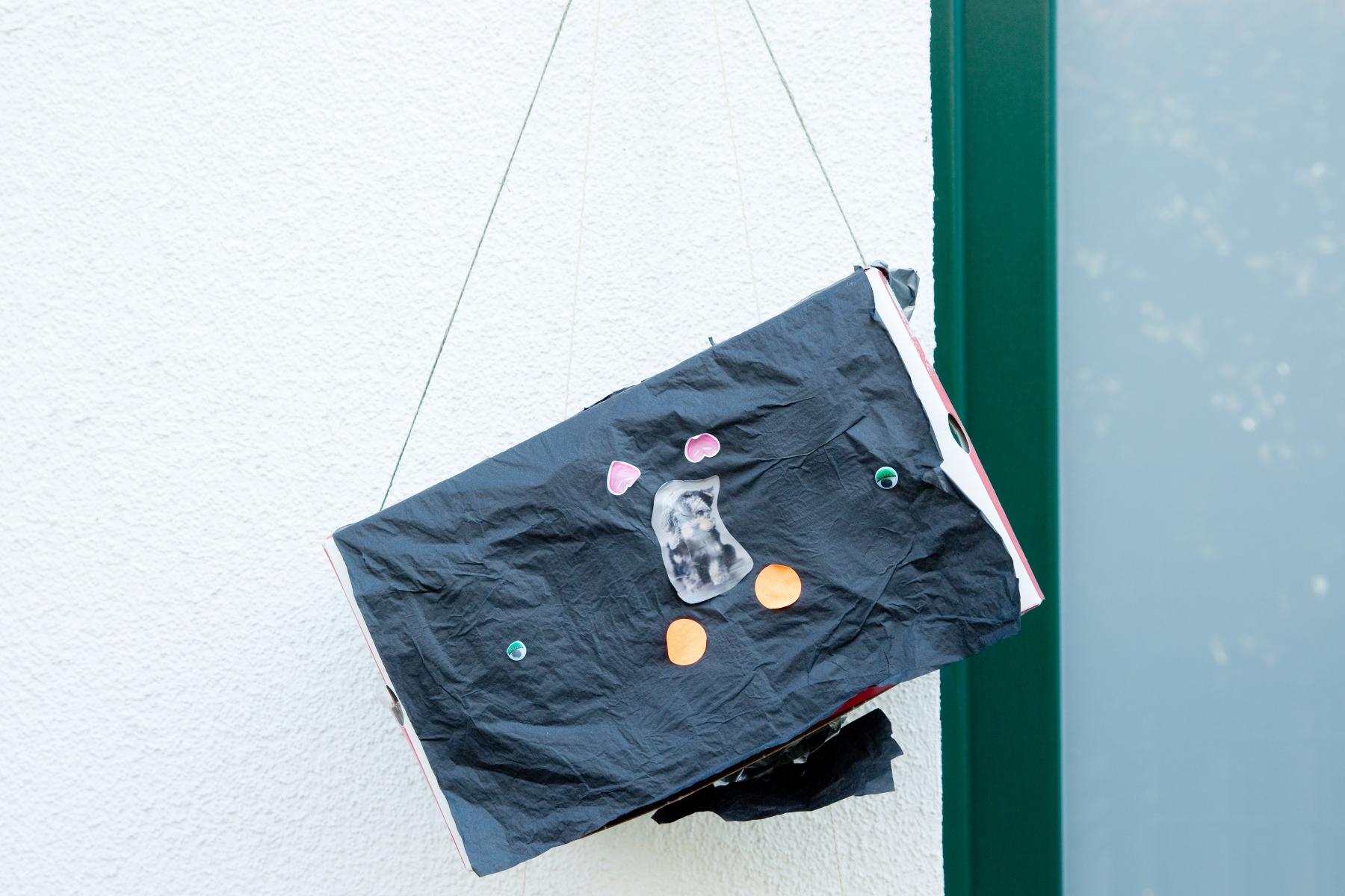 Selbstgebastelte Briefkästen von Kindern in Köln-Raderberg, Bild: Ulla Giesen